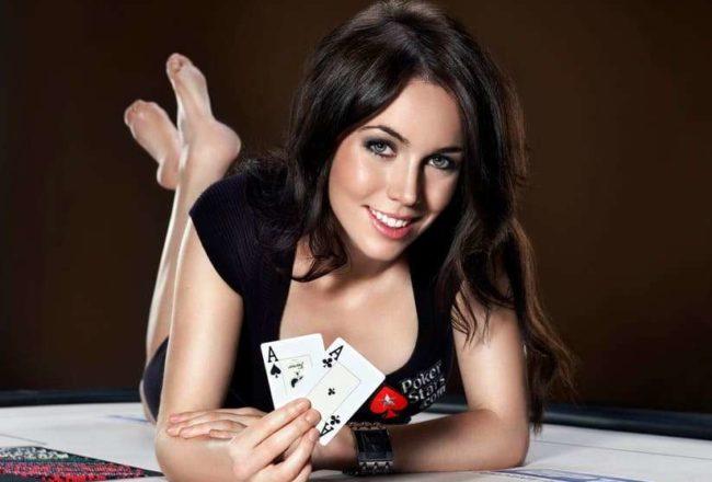 Nu kan du dejta vid pokerbordet